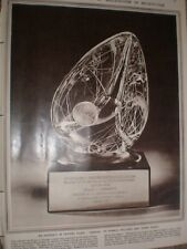 Photo article Steuben crystal sculpture Eisenhower to De Oliveira Brazil 1960