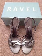 Ravel Sandalias Tamaño 39/6 de color plata Tacones fiesta o bola del estaño