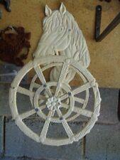 support pour tuyau d arrosage ,en fonte pat blanc  , un cheval , dévidoir