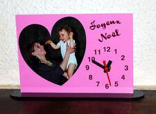 Horloge de bureau personnalisée 1 coeur photo sur fond couleur rose avec texte