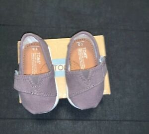 baby toms size 3 grey, new in box