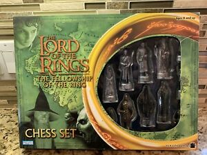 THE LORD OF THE RINGS FELLOWSHIP OF THE RING CHESS SET-UNUSED OPEN BOX