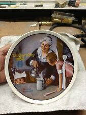 1982 NORMAN ROCKWELL COLLECTORS PLATE THE COOKING LESSON + HANGER & FREE SHIP