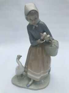 Lladro Girl with Ducks/Geese #4568 Rare Retired Collectable Large Figurine Mint