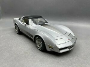 1:18..Auto Art--Chevrolet Corvette 1982   / 5 I 047