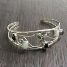 in a Sterling Silver Wire Bracelet Handcrafted Black Onyx & Muscle Shell set