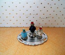 1:12  Miniatur Parfüm Flakons auf silberfarbenem  Tablett (026)