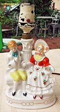 VINTAGE MID-20th CENTURY HAND PAINTED PORCELAIN COLONIAL COUPLE TABLE LAMP