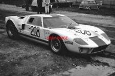 PHOTO  JOHN JORDAN IN HIS FORD GT40 THRUXTON 11.10.70 AT THE END OF THE MOTORING