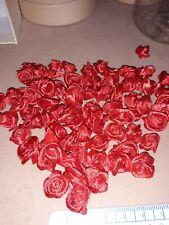 100 small ribbon roses (red)