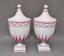 2 urnenförmige Deckelgefäße wohl für Apotheke manganfarbener Dekor - um 1800