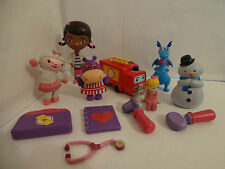 DISNEYS DOC MCSTUFFINS CAKE TOPPERS 12 PLASTIC FIGURES AND FREE GIFT BN FREE P+P
