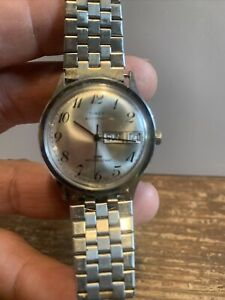 Vintage Timex Automatic Men's Wristwatch with Day and Date Runs Good