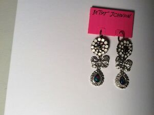 $45 Betsey Johnson White Out Mix Bow Drop Earrings  #242a