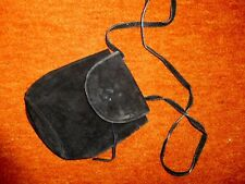 neuwertige Beuteltasche Echtleder Wildleder schwarz 16x14x9cm langer Trageriemen