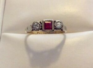 Beautiful Ladies Antique 9CT & PLAT Lovely Ruby & Diamond Ring - Size i