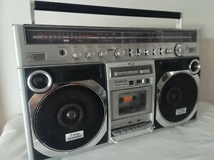 VINTAGE RADIO-CASSETTE PLAYER/RECORDER TOSHIBA RT-8890S.    From 80s
