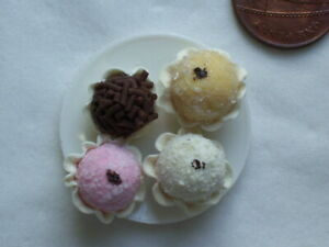 Dolls House Miniature 1:12th Scale 4 DEcorated Cup cakes on a plate F27