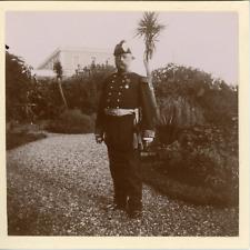 Algérie, Militaire en uniforme dans un jardin, ca.1898, Vintage citrate print Vi