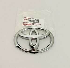 NEW GENUINE FOR TOYOTA TUNDRA  SEQUOIA CHROME FRONT GRILLE EMBLEM 75311-0C030