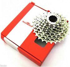 Cassettes y piñones grises para bicicletas con 8 velocidades