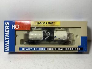 Walthers Gold Line  RTR   16,000 Gallon Tank Car   GATX  #90657   HO Scale