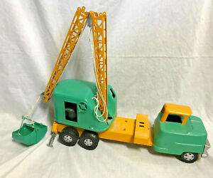 Collectible VTG Pressed Steel Structo Construction Mobile Crane Green Yellow