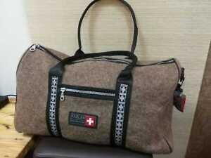 Filz-Reisetasche KARLEN SWISS mit zwei Tragegriffen und Umhängegurt aus Leder