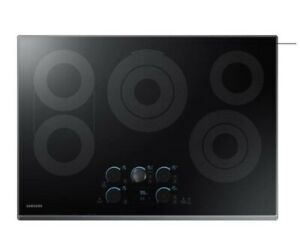 """NEW Samsung 30"""" Smart Electric Cooktop w/ Sync Elements in Black Stainless"""