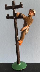 VINTAGE MANOIL #77 RARE LEAD TELEPHONE POLE & LINESMEN SOLDIER FIGURE