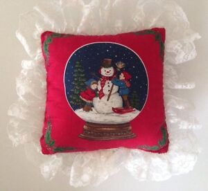 ☀ Vintage Red Green Holiday Christmas Throw Pillow Lace Border Snowman Sofa Bed