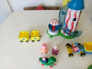 PEPPA PIG FIGURE WITH HELTER SKELTER PLAYSET AND DRAGON