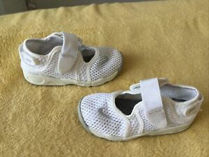 VERY GOOD CONDITION GIRLS NIKE RIFT TRAINERS SIZE INFANT 9.5