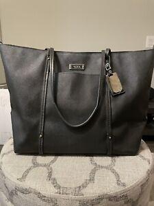 Tumi black Q tote bag leather villa
