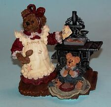 """Boyds Bears """"Aunt Becky w Zack"""" kitchen, cast iron stove cooking #228326 NIB"""