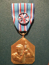 ancienne Médaille Parcours Sportif Sapeur pompier militaria signé bronze doré