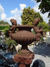 vasque en fonte pat rouillé avec personnages , ancienne et très lourde !!