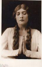 BD751 Carte Photo card RPPC Femme prière religion main jointe long cheveux 1930