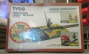 TYCO OPERATING CROSSING GATE MINT SEALED IN BOX HO SCALE