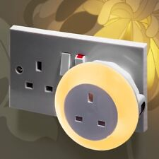 Plug Through Colour Changing LED Night Light - Daylight sensor