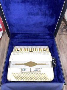 Vintage Beautiful Pearl Paolo Soprani Accordion. Works!! USA Shipping Only.
