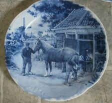 BEAUTIFUL DELFT PLATE HORSE SHOEMAN HAND DECORATED 1984 GREAT CONDITION