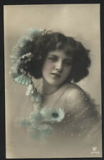 MB1132 YOUNG WOMAN WITH FLOWERS IN HAIR, LACE DRESS, RPPC HAND. COL