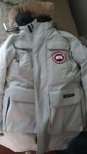White Mens or women (L) Canada Goose Jacket only slight wear