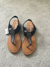 ** BNWT ** Ladies Sandals - Black (Size 4)