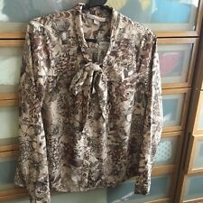 Forever 21 BNWT Womens BLOUSE shirt Top. Size Small. 8-10 Floral. NEW.