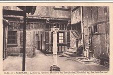 BEAUVAIS 51 la cour de l'ancienne hostellerie de l'Epée-royale