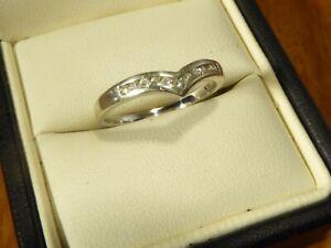 9k 9ct Solid White Gold V-shape Diamond Ring. 0.20ct Size O 1.90g
