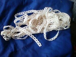 Job Lot 4 Faisceaux crème /& blanc cassé stretch Lace Craft Sew Lace plus de 8 mètres