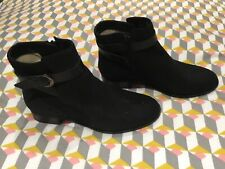 LADIES CLARKS BOOTS SIZE 5.5 BRAND NEW